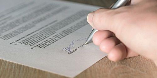 firma-contrato-de-mantenimiento Contratos Mantenimiento