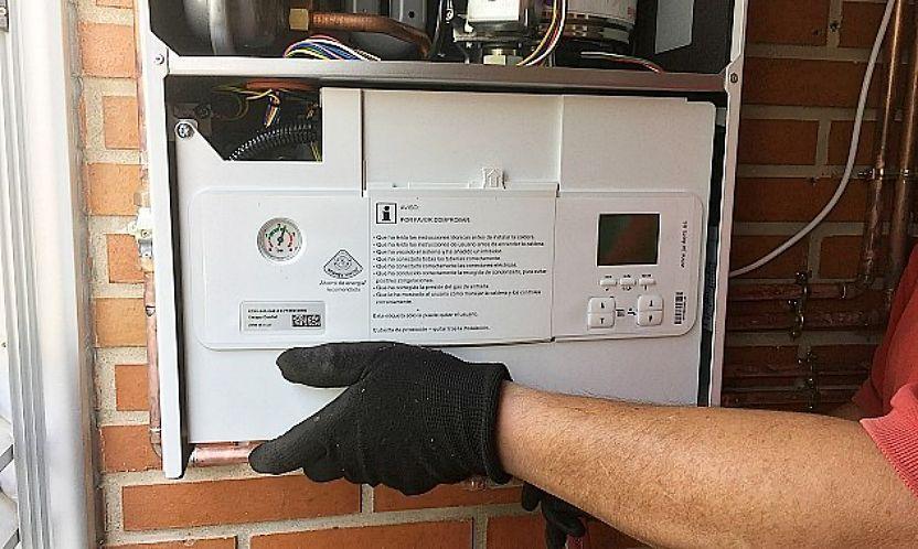 Instalación de caldera de condensación a gas en sustitución.